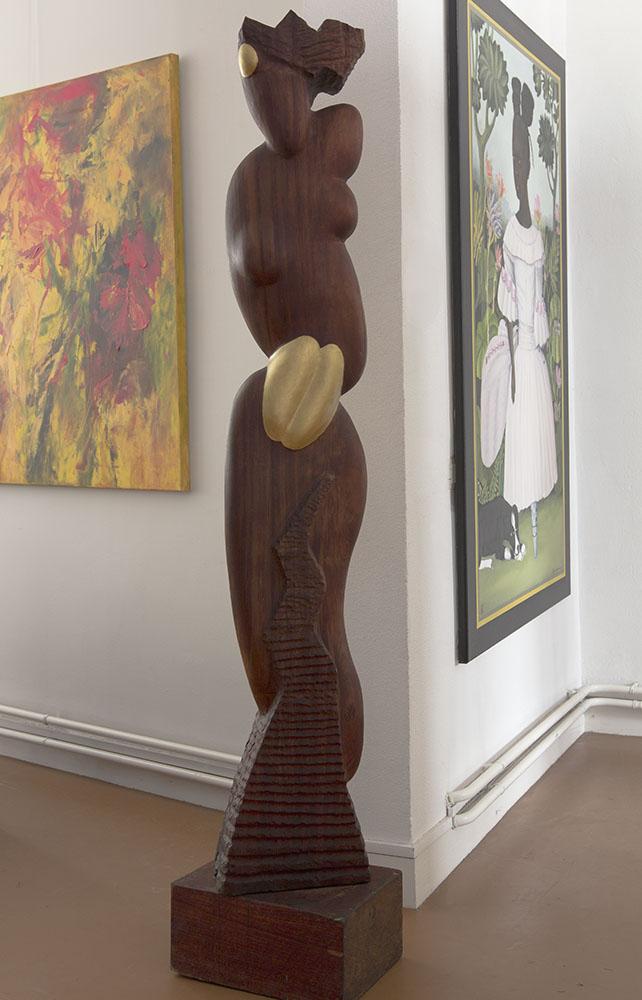 Galerie Delfi Form,Vrouw, gebeeldhouwd uit Imbuyahout, 200x40x28 cm
