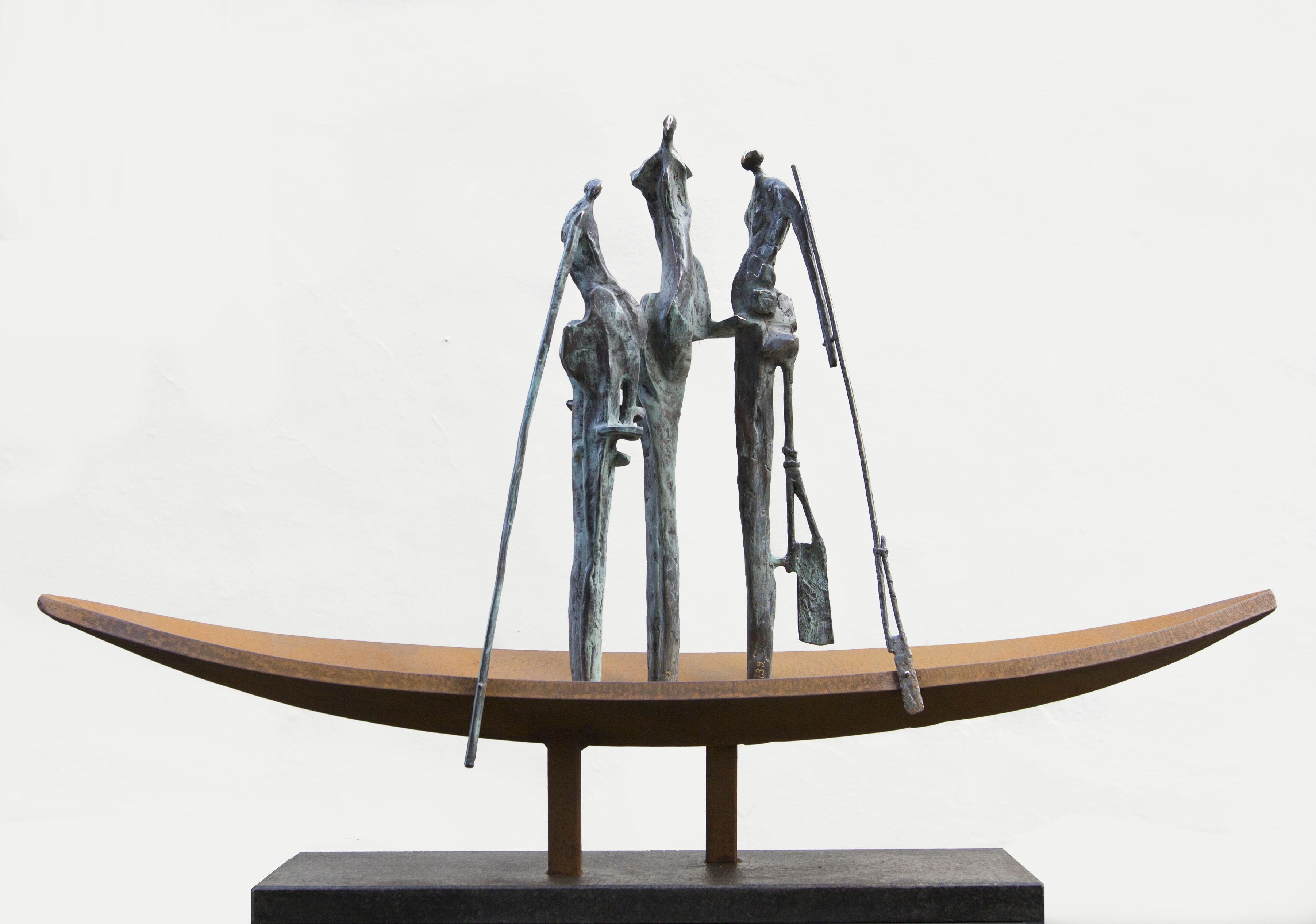 Galerie Delfi Form, Beeld van brons en cortenstaal van John Deckers, 64x100x20 cm