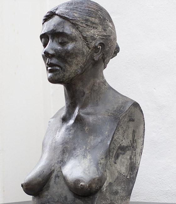 Galerie Delfi Form, Vrouwenhoofd ARM brons 70x33x33 cm, verkocht