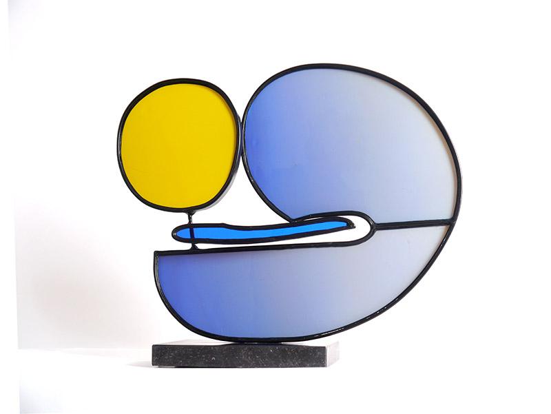 Een stem uit de ruimte,  mondgeblazen glas en verzinkt en gemoffeld smeedwerk, 46 x 53 cm