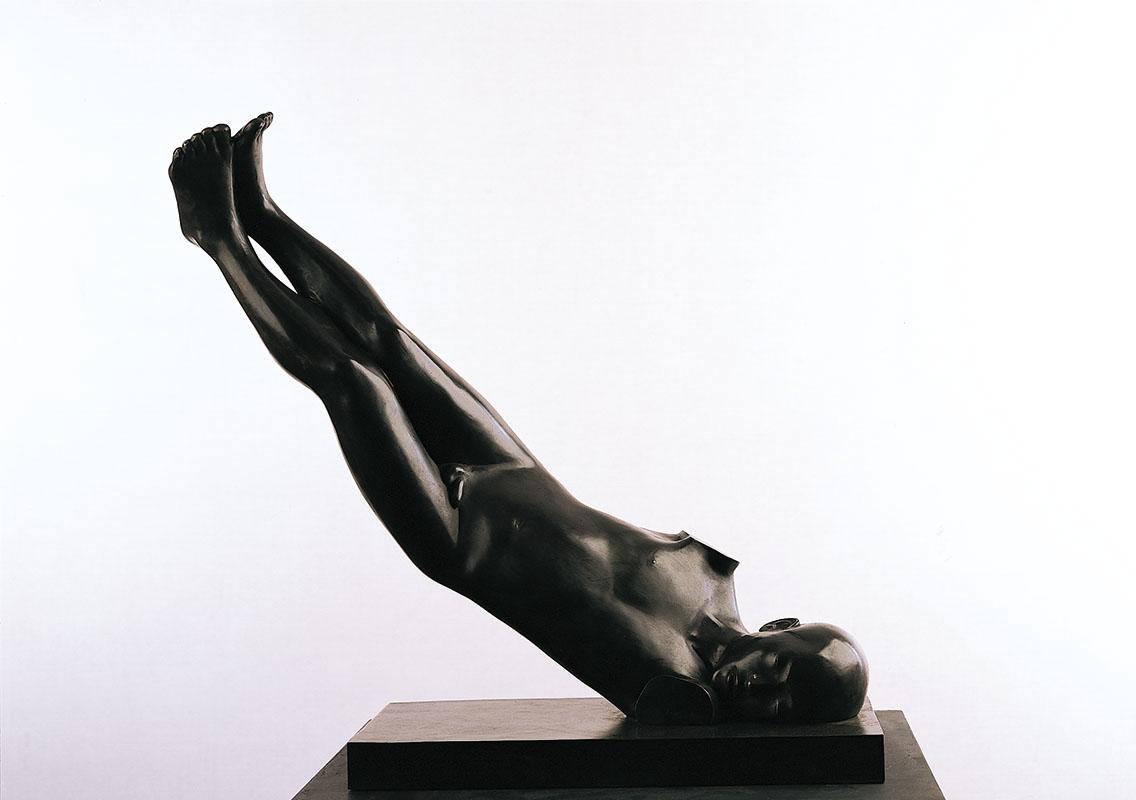 Falling, brons, hoogte 70 cm