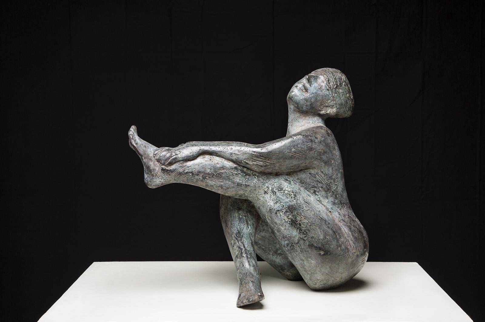 Lachende Baadster, beeld van brons 49 c 50 x37 cm