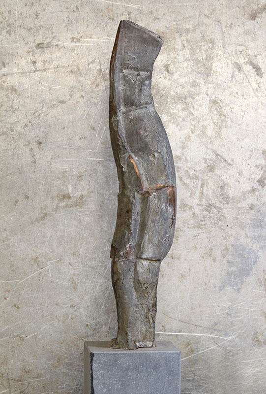 'Swirl' beeld van brons 65 cm hoog